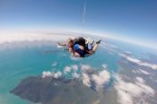 Go Low 6,000ft Tandem Skydive over Mission Beach -