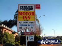 Tamworth Cadman Motor Inn Sign . . . CLICK TO ENLARGE