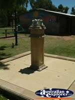 Balranald Frog Statue Vistors Centre . . . CLICK TO ENLARGE