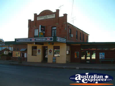 Warialda Commercial Hotel . . . CLICK TO VIEW ALL WARIALDA POSTCARDS