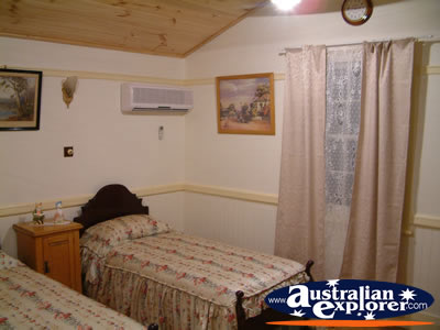 Jerilderie Dobook Inn Bedroom . . . CLICK TO VIEW ALL JERILDERIE POSTCARDS