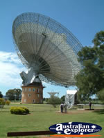 Large Telescope in Parkes . . . CLICK TO ENLARGE