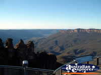 View of Katoomba Echo Point . . . CLICK TO ENLARGE