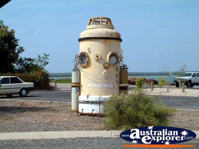 http://www.australianexplorer.com/photographs/northern_territory/11-9-05_darwin_wharf_area_diving_bell_2.jpg