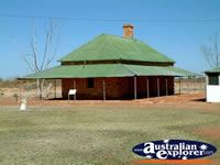 Outisde the Telegraph Station in Elliott Tennant Creek  . . . CLICK TO ENLARGE
