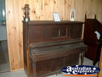 Capella Pioneer Village Homestead Piano . . . CLICK TO ENLARGE