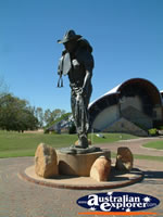 Longreach Stockmans Hall of Fame Statue . . . CLICK TO ENLARGE