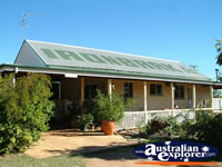 Barcaldine Ironbark Inn Cottage . . . CLICK TO ENLARGE