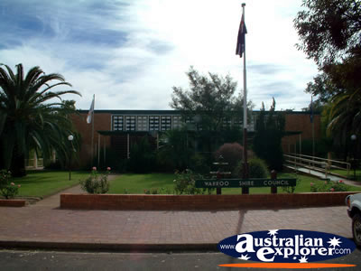 Surat Warroo Shire Council Chambers . . . CLICK TO VIEW ALL SURAT POSTCARDS