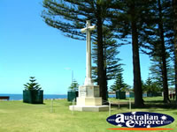 Victor Harbour Monument . . . CLICK TO ENLARGE