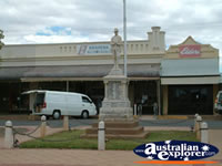 Orroroo Memorial . . . CLICK TO ENLARGE