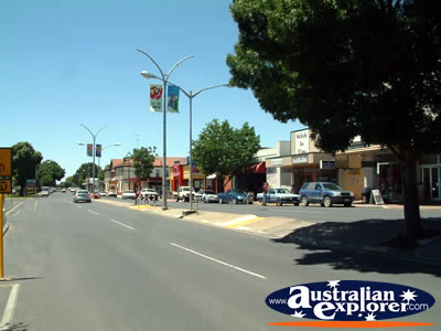 Naracoorte Street and Shops . . . VIEW ALL NARACOORTE PHOTOGRAPHS