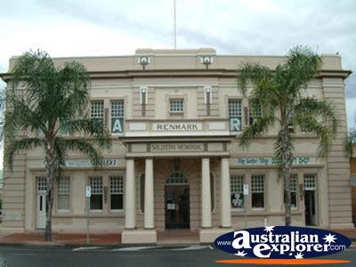 Renmark Soldiers Memorial Hall . . . VIEW ALL RENMARK PHOTOGRAPHS