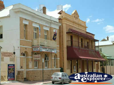Mannum Street Building . . . CLICK TO VIEW ALL MANNUM POSTCARDS