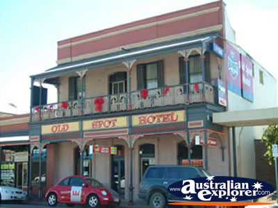 Gawler Old Spot Hotel . . . CLICK TO VIEW ALL GAWLER POSTCARDS