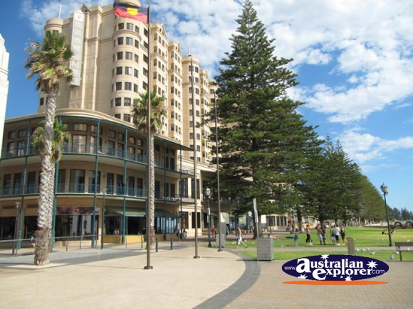 Glenelg things to do in glenelg holdfast shores for Buffalo motor inn glenelg