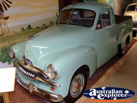 Vintage Car at Echuca Holden Museum . . . CLICK TO ENLARGE