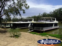 Echuca House Boats . . . CLICK TO ENLARGE