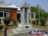 Castlemaine Memorial . . . CLICK TO ENLARGE