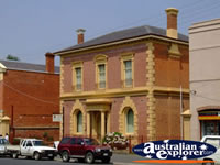 Castlemaine Old Bank Building . . . CLICK TO ENLARGE
