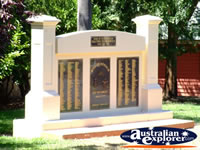Yackandandah War Memorial . . . CLICK TO ENLARGE
