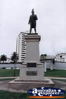 Captain Cook Statue . . . CLICK TO ENLARGE