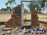 Meckering Memorial on the Way to Merredin . . . CLICK TO ENLARGE